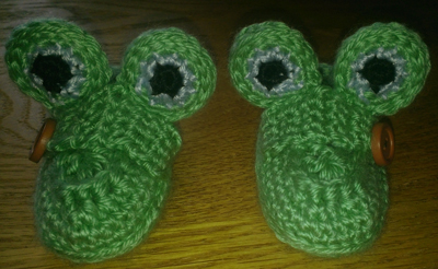 Frog-slippers-web